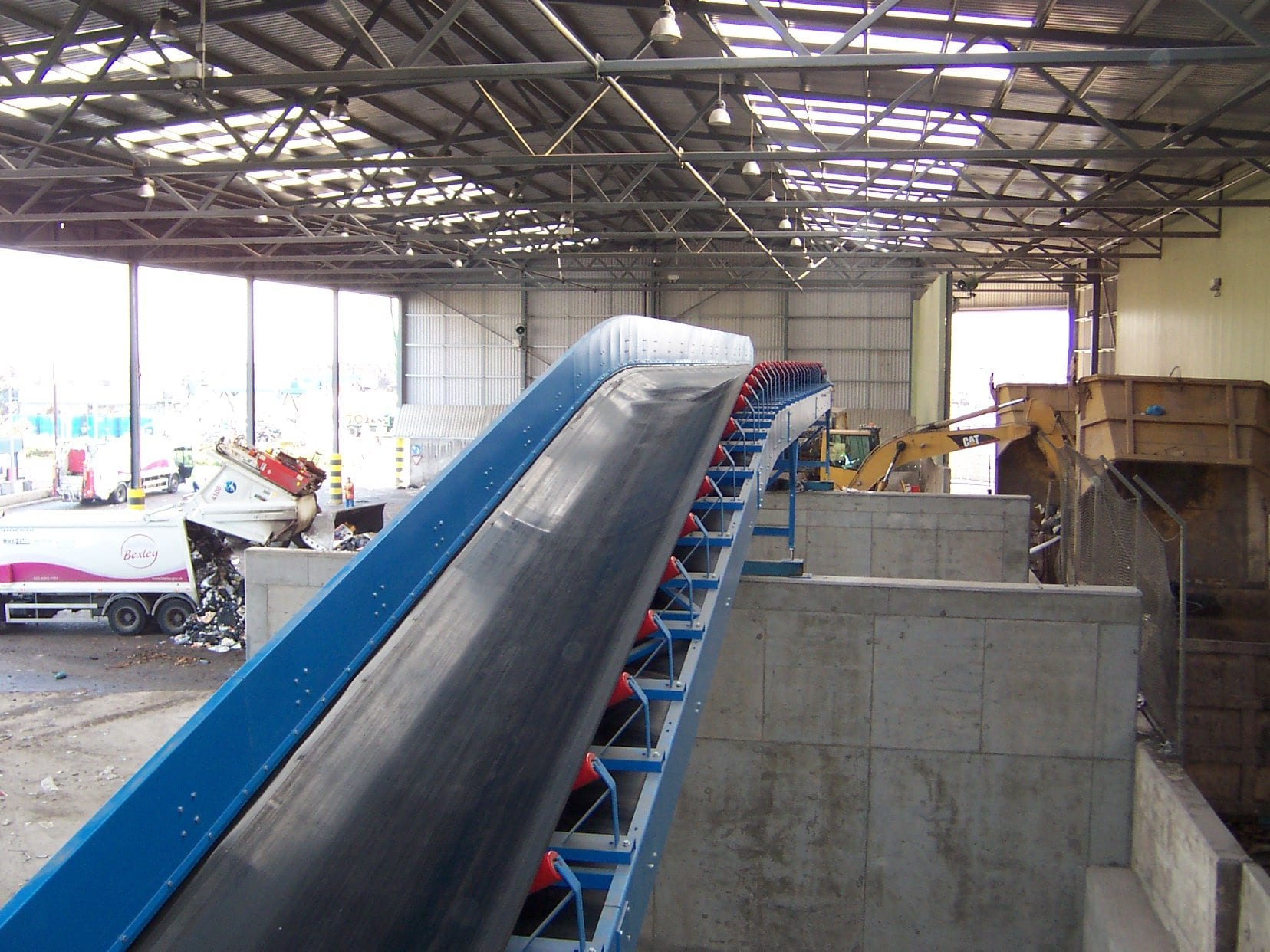 Trough rubber belt conveyor.